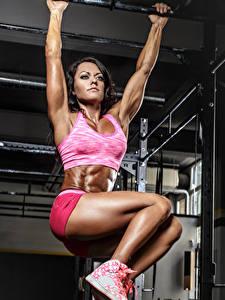 Картинки Фитнес Тренируется Ноги молодые женщины Спорт