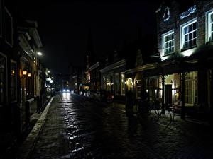Картинки Нидерланды Дома Дороги Улица Ночные Monnickendam Города
