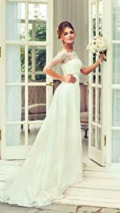 Фотографии Невеста Платье Смотрит Девушки