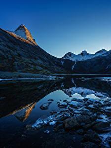 Картинки Норвегия Гора Вечер Озеро Камень Пейзаж