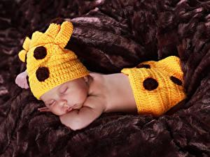 Обои Младенец В шапке Спящий