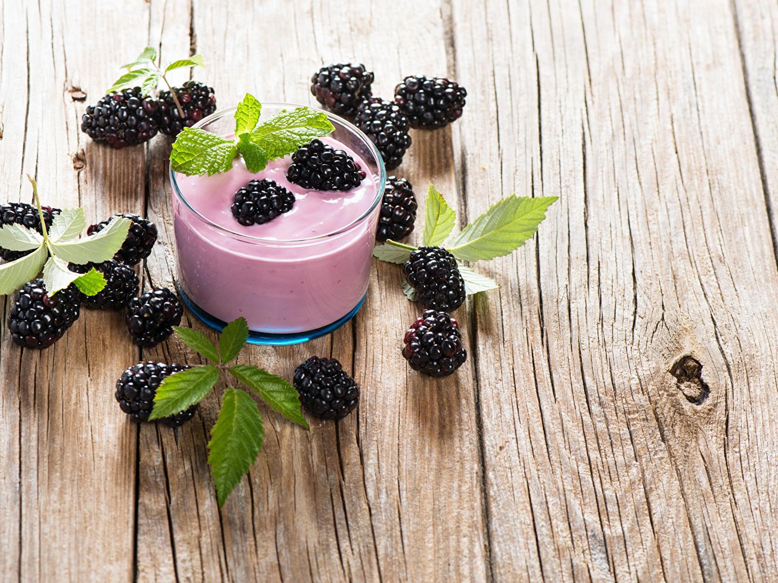 Картинки Йогурт стакана Ежевика Пища Доски 1600x1200 Стакан стакане Еда Продукты питания