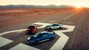 Фотография Ford Втроем 2019 Mustang Shelby GT500 автомобиль