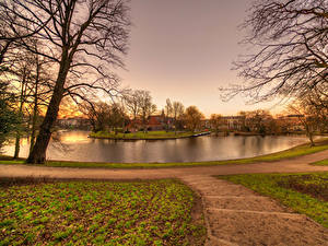 Картинка Нидерланды Здания Речка Вечер Дерева Haarlem Города