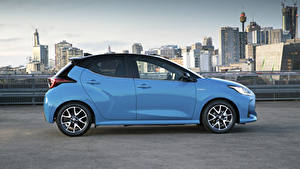 Картинки Toyota Голубые Металлик Сбоку Yaris ZR Hybrid, AU-spec, 2020 автомобиль