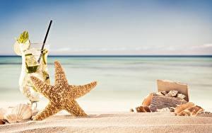 Картинки Морские звезды Коктейль Песок Бокалы Природа