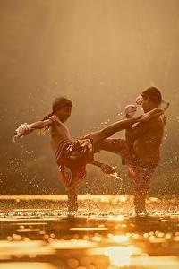 Обои Речка Азиаты 2 Сражение Мальчики Ребёнок