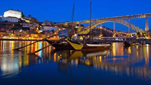 Картинки Португалия Портус Кале Дома Речка Мосты Причалы Речные суда Вечер Города