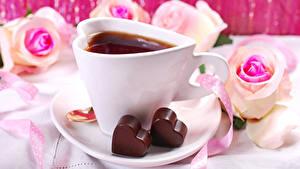 Фотографии День всех влюблённых Чай Шоколад Розы Чашка Сердечко Пища