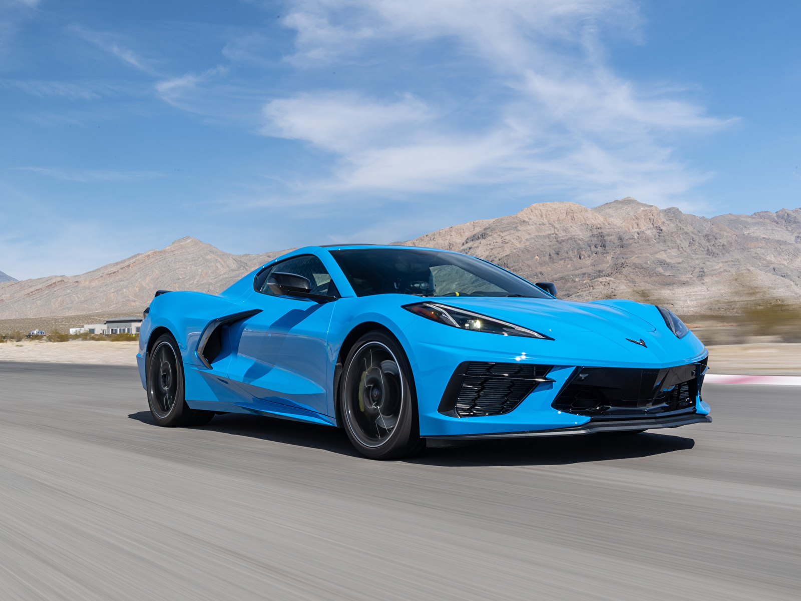 Картинки Chevrolet 2020 Corvette Stingray Z51 голубая едет авто 1600x1200 Шевроле Голубой голубые голубых едущий едущая скорость Движение машина машины Автомобили автомобиль