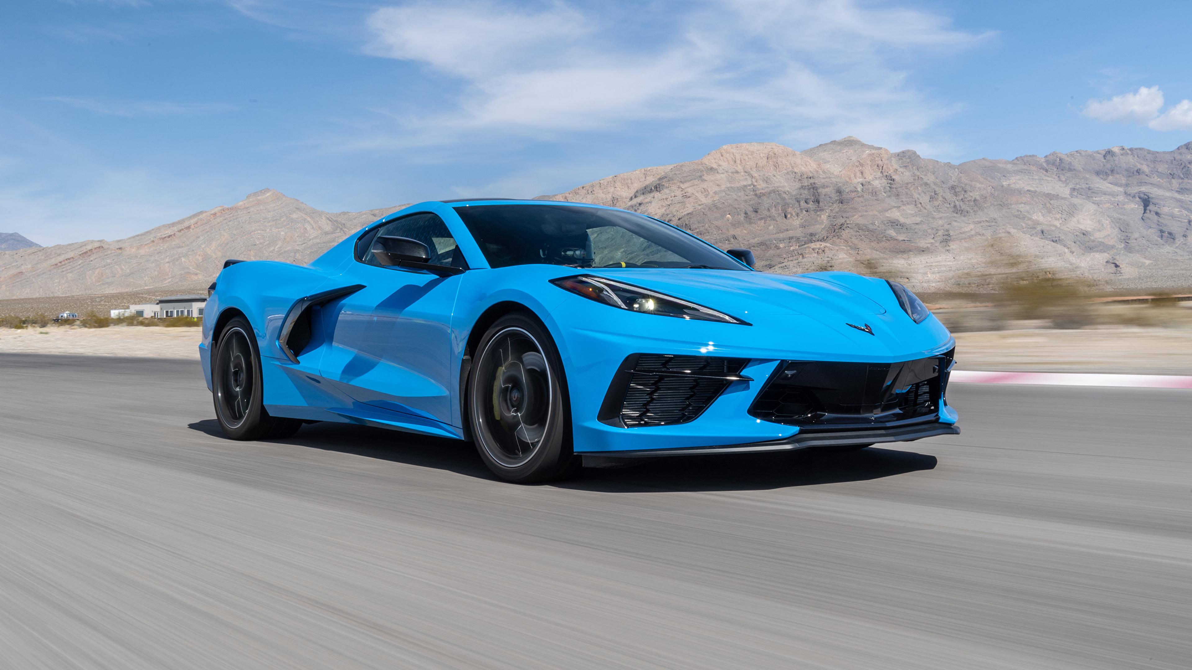 Картинки Chevrolet 2020 Corvette Stingray Z51 голубая едет авто 3840x2160 Шевроле Голубой голубые голубых едущий едущая скорость Движение машина машины Автомобили автомобиль