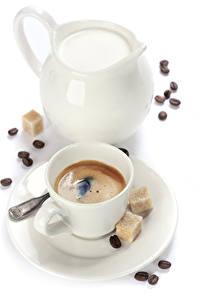 Картинка Кофе Молоко Белый фон Чашка Кувшин Сахар Зерна Пища