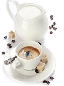 Картинка Кофе Молоко Белым фоном Чашка Кувшины Сахар Зерна Еда