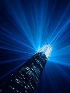 Картинка Англия Здания Небоскребы Лондон Лучи света Башня Ночные