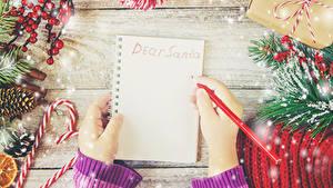 Фотографии Рождество Шаблон поздравительной открытки Доски Блокнот Ветки Руки Карандаши Снежинки