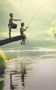 Фотография Реки Азиаты Рыбалка Мальчишка 2 Сидит Ребёнок
