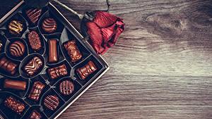 Фотографии Конфеты Шоколад Розы Бордовый Пища