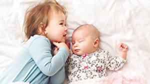 Фотография Два Девочка Младенцы Спящий