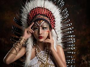 Картинка Азиаты Индейский головной убор Индейцы Красивый девушка