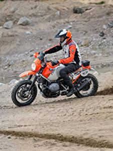 Фотографии БМВ Мотоциклист Униформе Шлем 2016 Motorrad Concept Lac Rose