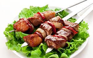 Фото Мясные продукты Шашлык Овощи Белый фон Тарелка Еда