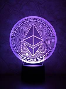 Фотографии Монеты Крупным планом Фиолетовый ethereum, eth