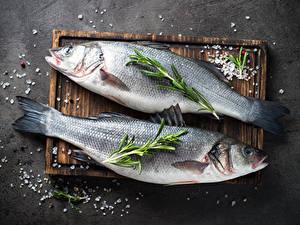 Картинка Рыба Разделочная доска Вдвоем Соль Еда