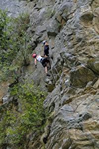 Картинки Горы Альпинизм Утес Двое Альпинист Спорт
