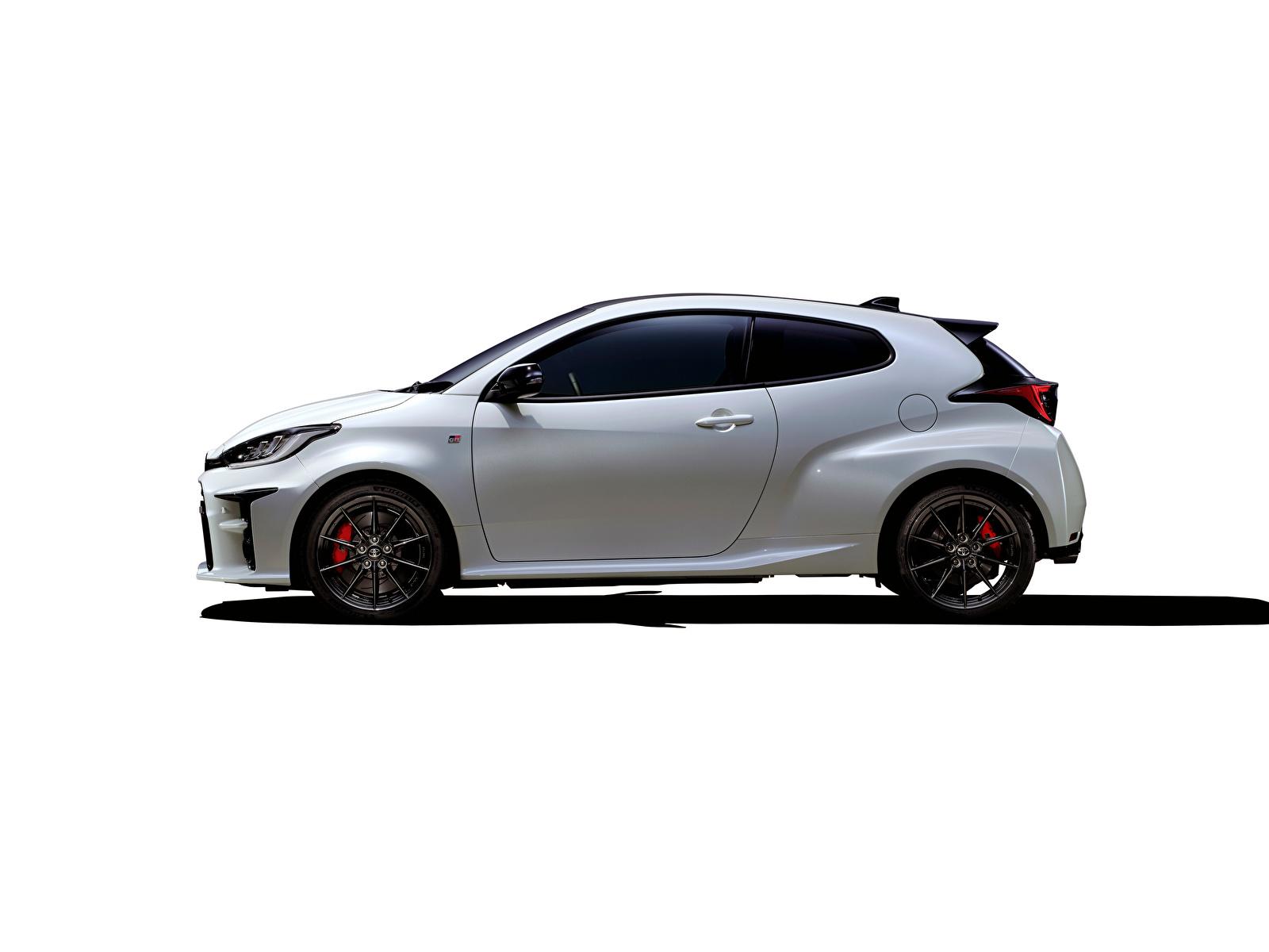 Фото Тойота GR Yaris RZ High Performance, JP-spec, 2020 белая Сбоку машины Металлик 1600x1200 Toyota Белый белые белых авто машина Автомобили автомобиль