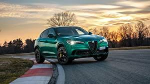 Обои Alfa Romeo Вечер Дороги Зеленый Металлик Кроссовер Stelvio Quadrifoglio, 2020 авто