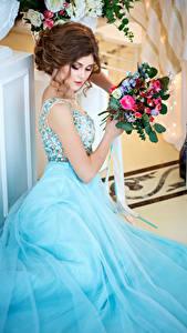 Картинки Букет Шатенки Платье Девушки