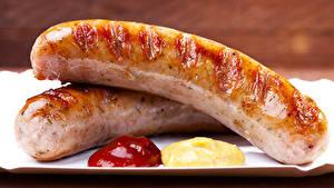 Фотографии Мясные продукты Сосиска Крупным планом Два Кетчупом