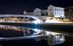 Фото Испания Здания Мосты Ночью Отражается Уличные фонари Водный канал Bilbao Basque Country Города