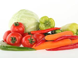 Картинки Овощи Помидоры Капуста Перец Морковь Острый перец чили Белый фон Пища