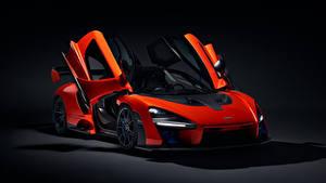 Фото McLaren Черный фон Красный Открытая дверь 2018 Senna (P15) автомобиль