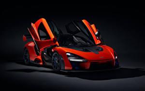 Фото McLaren Черный фон Красный 2018 Senna (P15) Автомобили