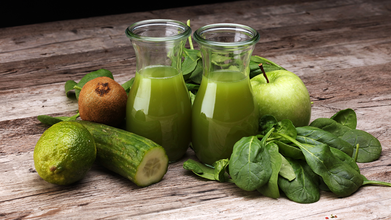 Обои Сок Лайм Огурцы зеленые Киви Стакан Яблоки Еда Доски 1366x768 зеленых Зеленый зеленая стакана стакане Пища Продукты питания