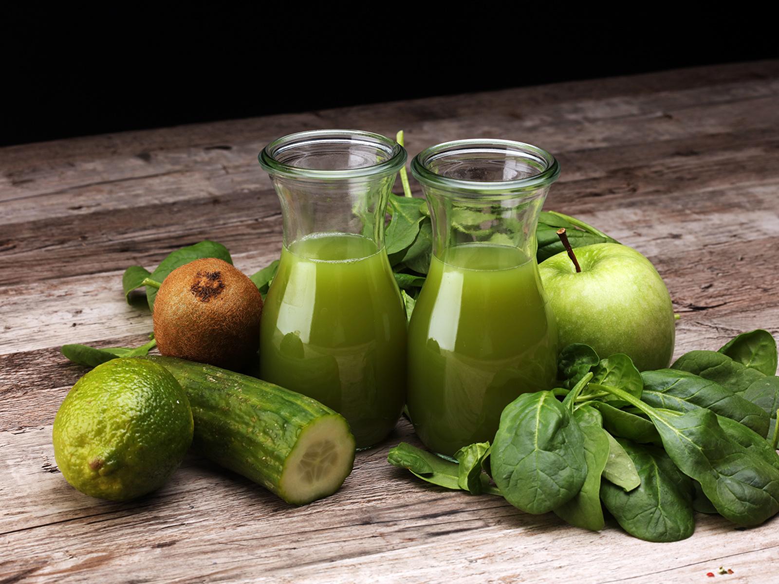 Обои для рабочего стола Сок Лайм Огурцы зеленые Киви Стакан Яблоки Еда Доски 1600x1200 зеленых Зеленый зеленая стакана стакане Пища Продукты питания