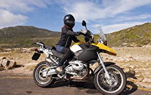 Фотография Мотоциклист Шлем девушка
