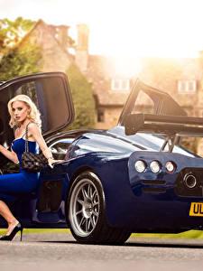 Фотографии Синий Металлик Блондинка Сидящие Ноги Платье 2015-17 Ultima Evolution Coupe Автомобили Девушки