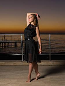 Обои Вечер Набережная Поза Платья Руки Alexandra, Andrew Filonenko молодая женщина