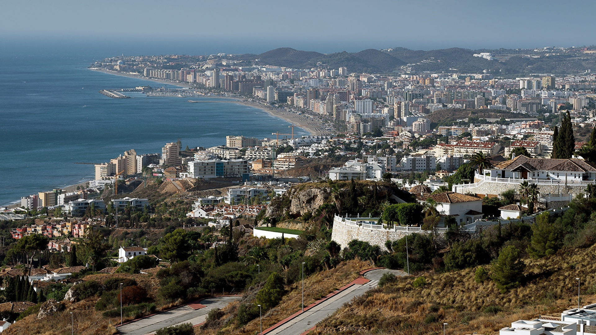 Картинка Испания Andalusia, Fuengirola Побережье Дома Города 1920x1080 берег город Здания