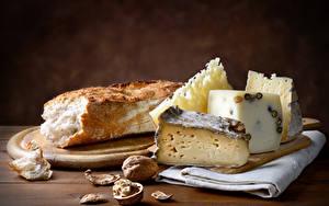 Картинки Сыры Хлеб Орехи Разделочная доска Пища