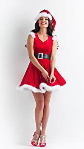 Фотографии Новый год Белый фон Брюнетки Униформе Улыбка Платья Шапки девушка