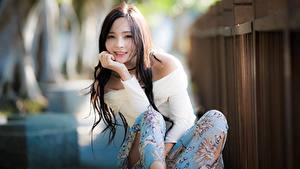 Картинки Азиатки Боке Волосы Смотрит молодые женщины