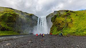 Обои Исландия Водопады Скала Мох Skogafoss Природа