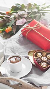 Фотографии Праздники Роза Конфеты Кофе Шоколад Подарки Коробка