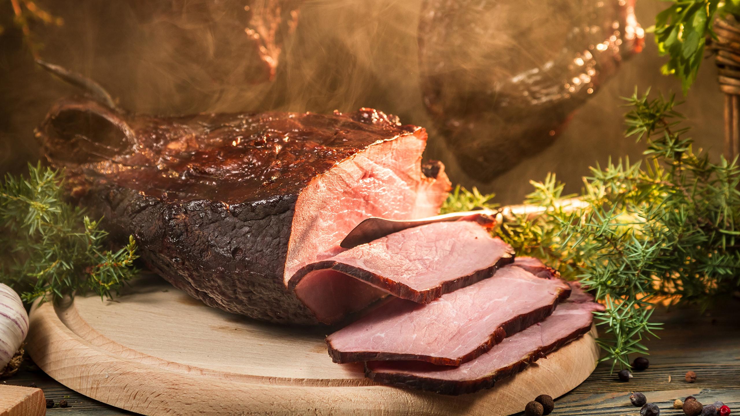 Картинки Ветчина Еда Нарезанные продукты Мясные продукты 2560x1440 Пища нарезка Продукты питания