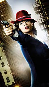 Фотография Пистолеты Агент Картер Шляпа Peggy Carter (Hayley Atwell) Кино Девушки