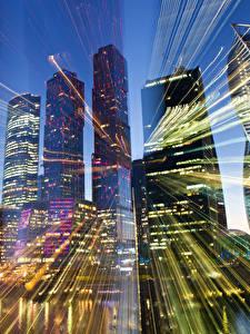 Картинки Москва Россия Дома Небоскребы Лучи света